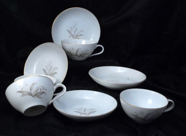 Vintage Tea Cups and Saucers from 1961 Kaysons fine china of Japan,Golden Rhapsody.