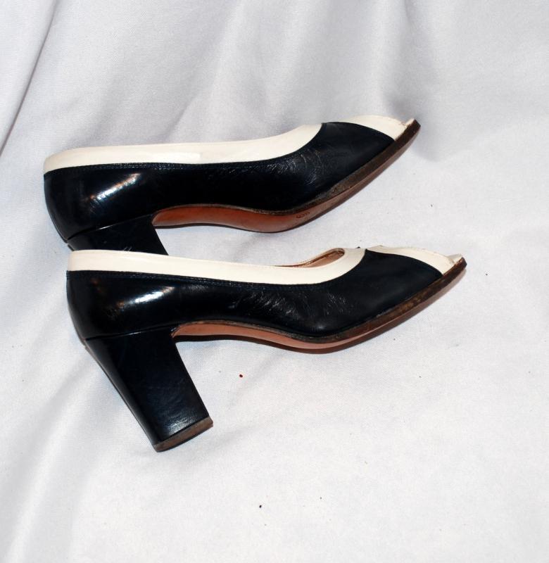Vintage Carlos Santos Ladies,  Spectator Pumps  Heals Shoes size 6