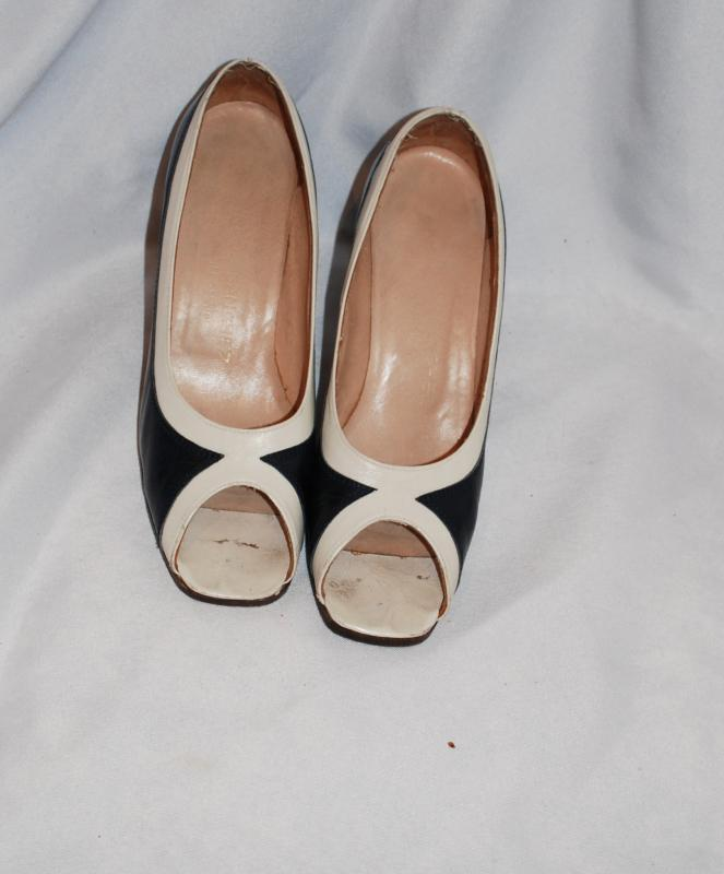 Vintage Carlos Santos Ladies,  Spectator Pumps  Heals Shoes size 6