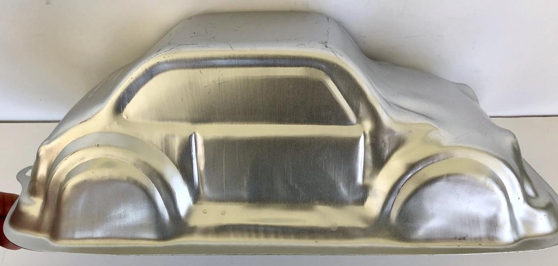3D Car Wilton Cake Pan Auto Cruiser Volkswagen VW Molded Cake 2001 2105-2048