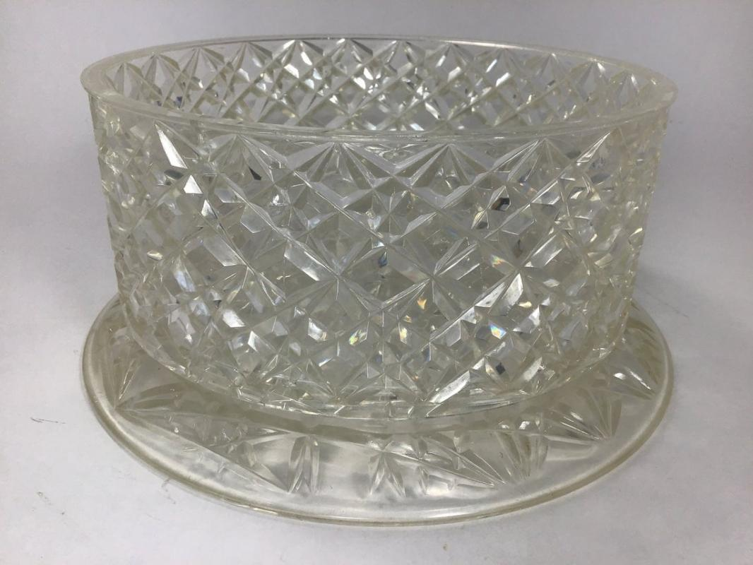 Lucite Cake Plate with Lid - Vintage Cake  Keeper, Server Cookies and Brownies