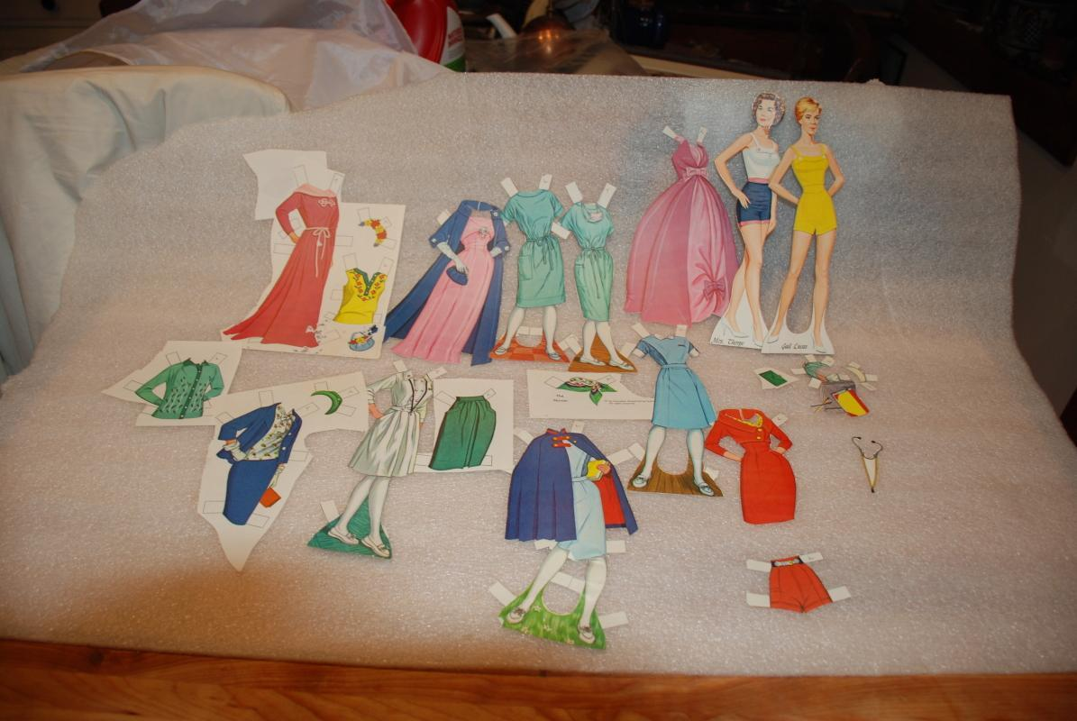 THE NURSES PAPER DOLLS 1963 ORIGINAL  SET IN CARRYING CASE