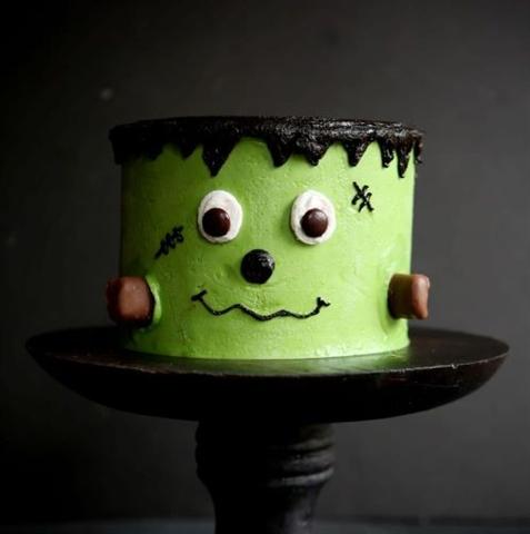 Kids Halloween Themed Cake Decorating