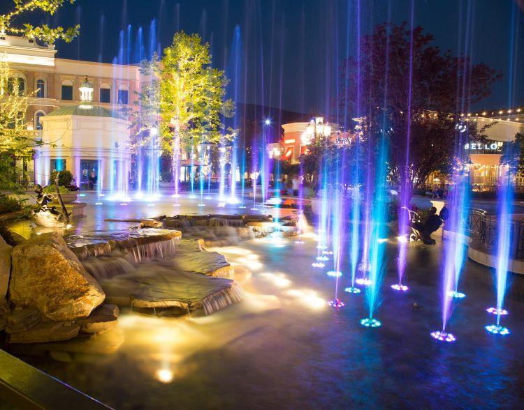 Aquatics Index Fountain People Single