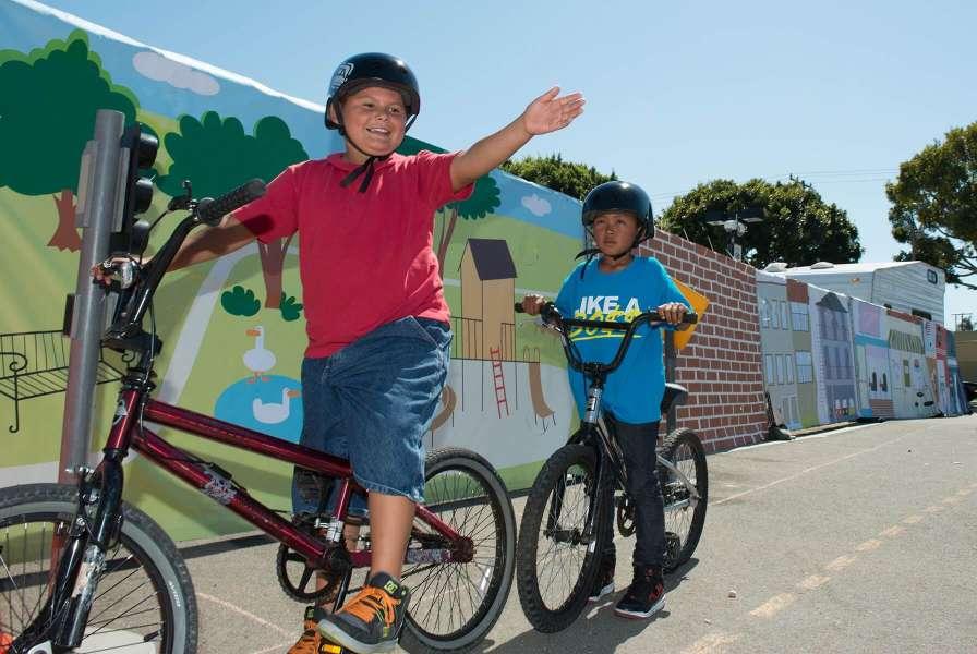 Long Beach 30000 K 8 Students Now Walking Or Biking To School In Long Beach