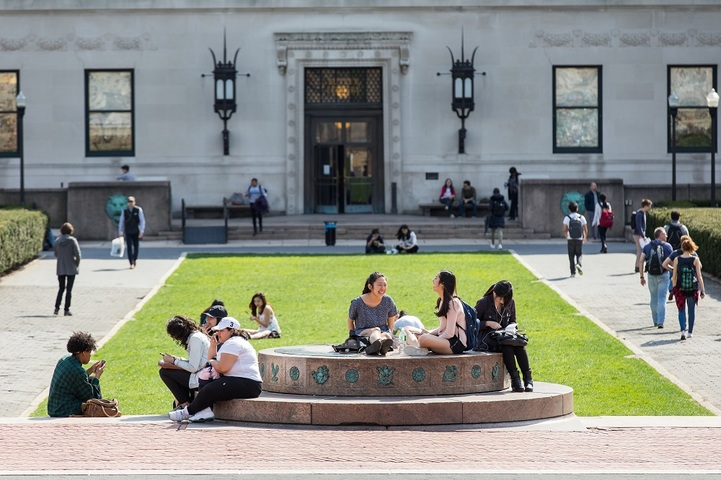 "<h1 style=""text-align: center;""><b>""I believe that our alumni are one of the greatest resources that Columbia College has. I want students to be able to learn from their extraordinary and diverse experiences.""– Dean James Valentini</b></h1>"