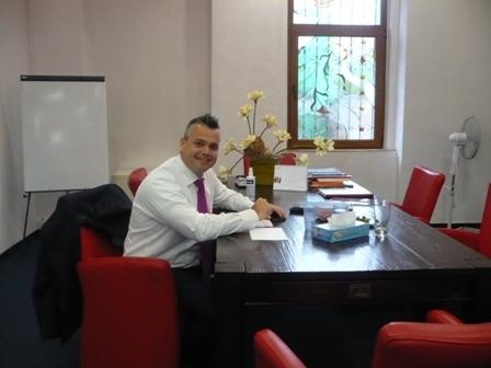 Caption: Jack Janssen op kantoor in Opolee, Credit: Anton Foek