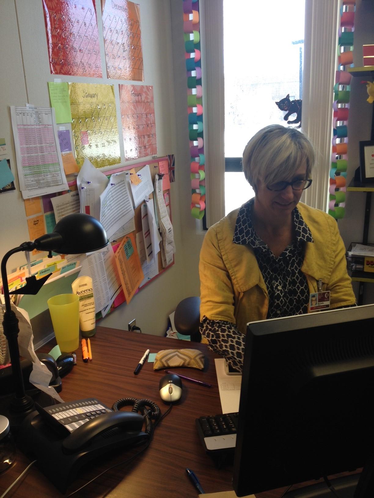 Caption: Gateway advisor Michelle Atkinson works in her office., Credit: Amy Hansen/StateImpact Ohio