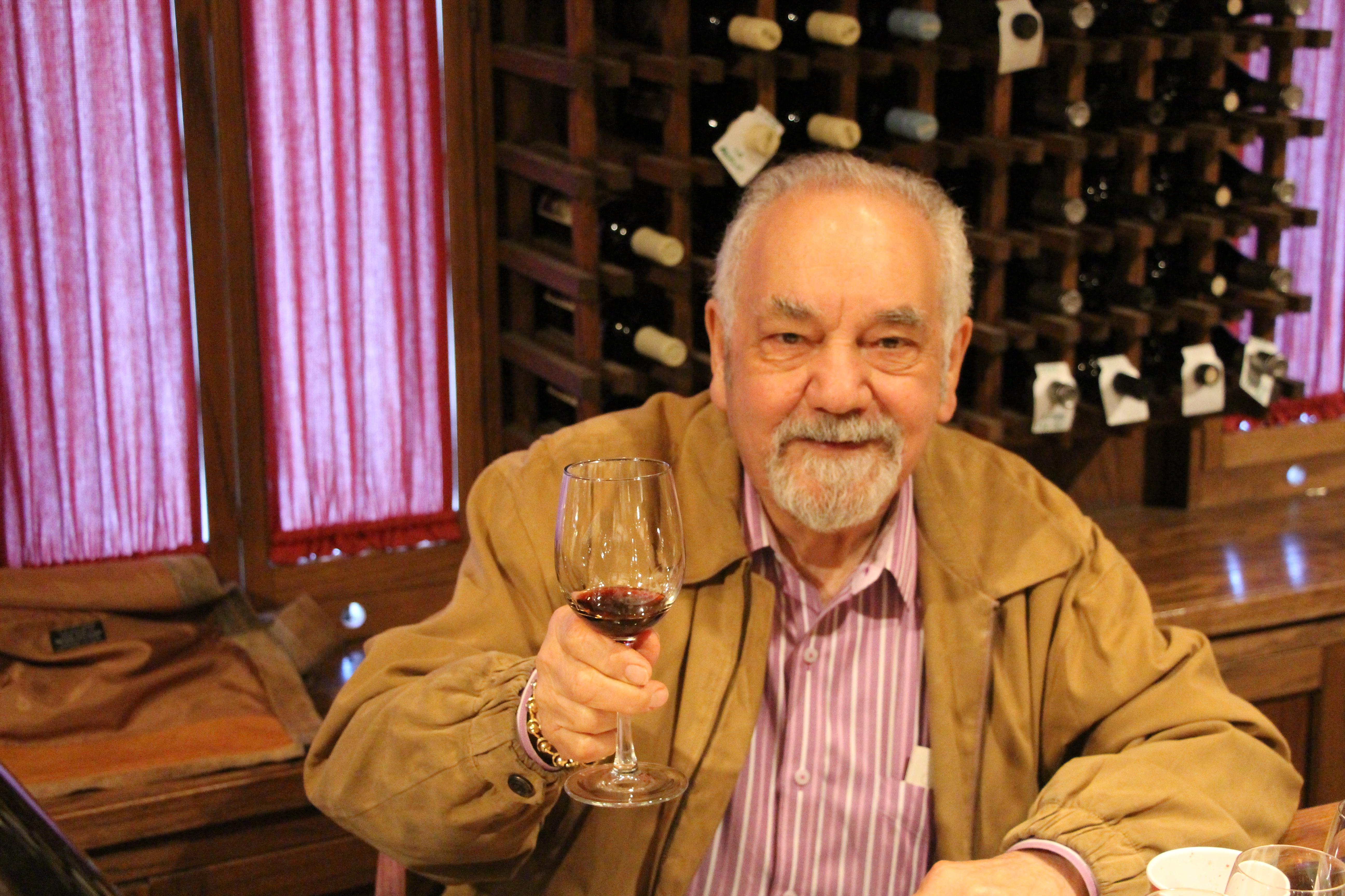Caption: Wine expert Narsi David, Credit: Reese Erlich 2014 (c)