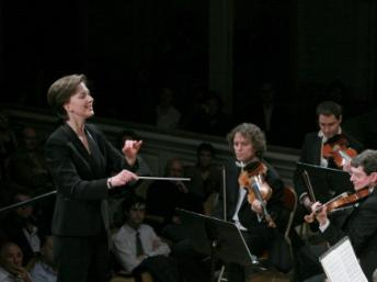 Caption: Elizabeth Askren Brie conducts the Orchestre Colonne in 2010, Credit: Thomas Bartel