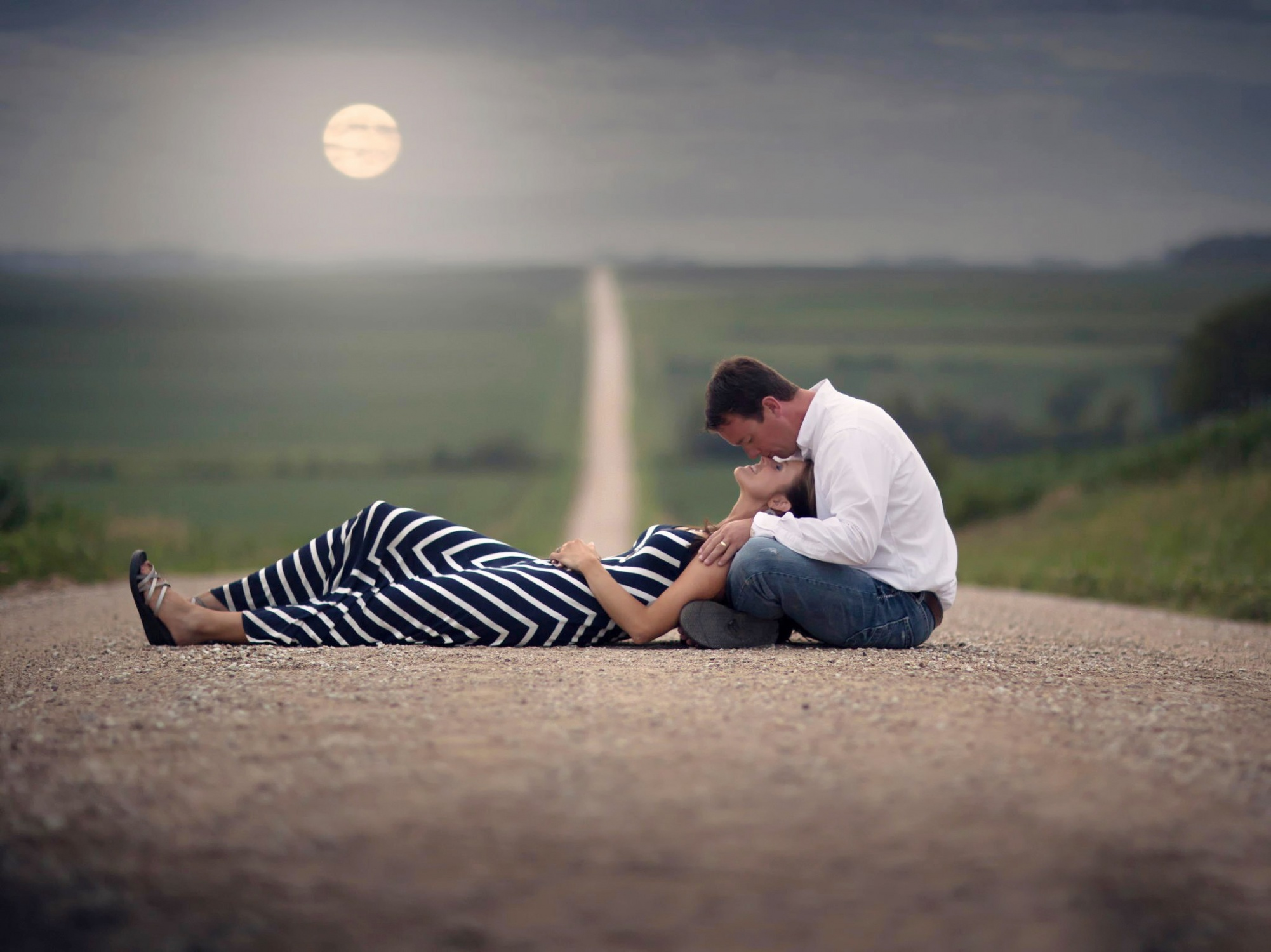 Romantic-love-couple-hd-wallpapers-kiss-road_small