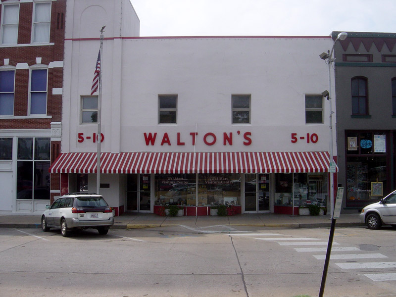 Caption: Original Walton's Five and Dime, now the Wal-Mart Visitor's Center, Bentonville, Arkansas., Credit: Photo taken by Bobak Ha'Eri. (CC BY-SA 2.5)