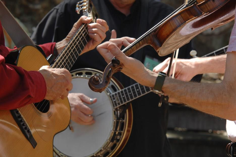 Caption: This week's show outlines what old-time and bluegrass music have in common – and what's unique to each! It's a listener request we're fulfilling. , Credit: John Malinowski.