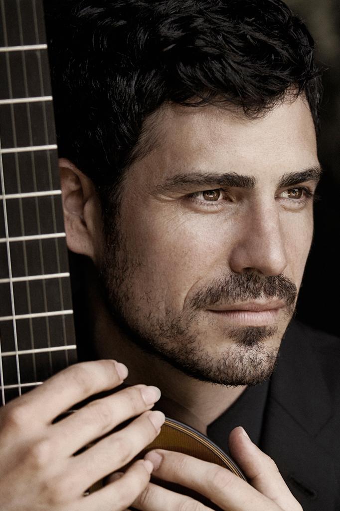 Caption: Guitarist Pablo Sáinz Villegas