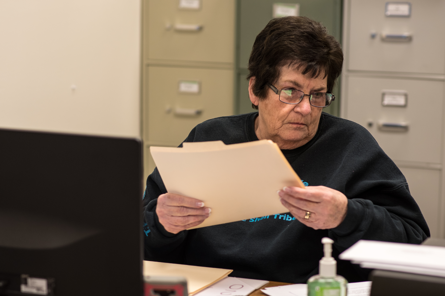 Caption: Linda Watson, longtime enrollment volunteer at the Little Shell headquarters in Great Falls, Credit: Kevin Trevellyan