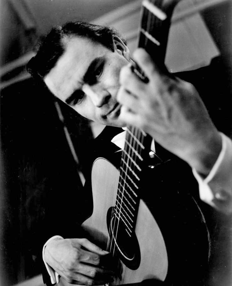 Julian_bream_1964_public-domain-web_small