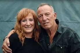Caption: Patti Scialfa & Bruce Springsteen