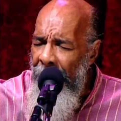 Caption:  Richie Havens, one of the most recognizable voices in popular folk music, performs on the WoodSongs Stage.