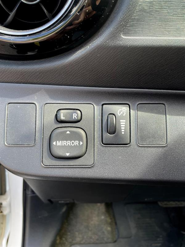 toyota Prius 2015 - 17