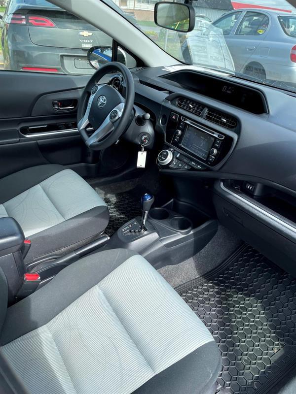 toyota Prius 2015 - 26