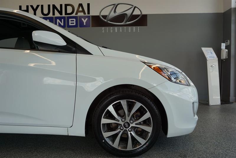 Hyundai Accent Sedan 9
