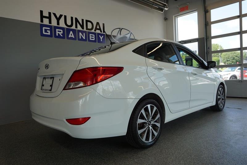 Hyundai Accent Sedan 12