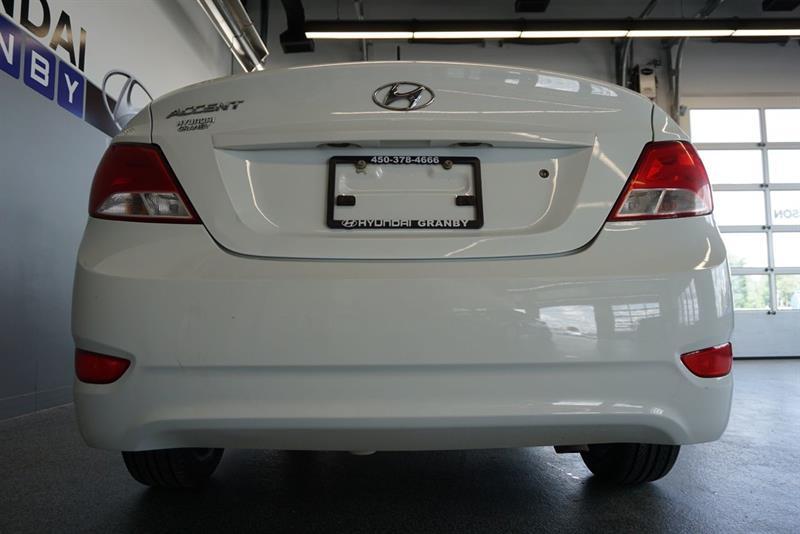 Hyundai Accent Sedan 14