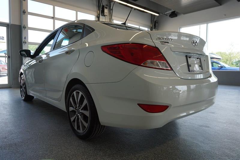 Hyundai Accent Sedan 16