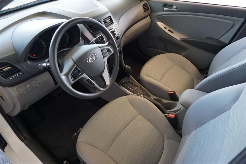 Hyundai Accent Sedan 20