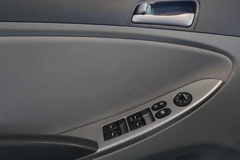Hyundai Accent Sedan 23