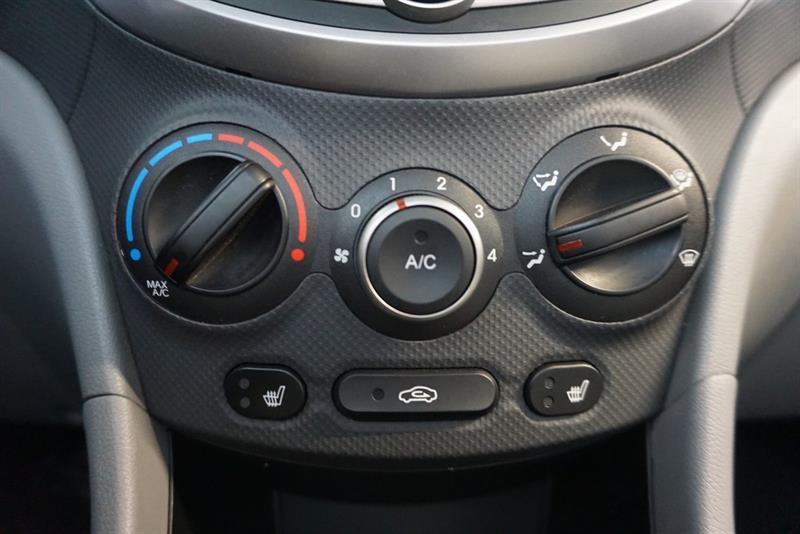 Hyundai Accent Sedan 31