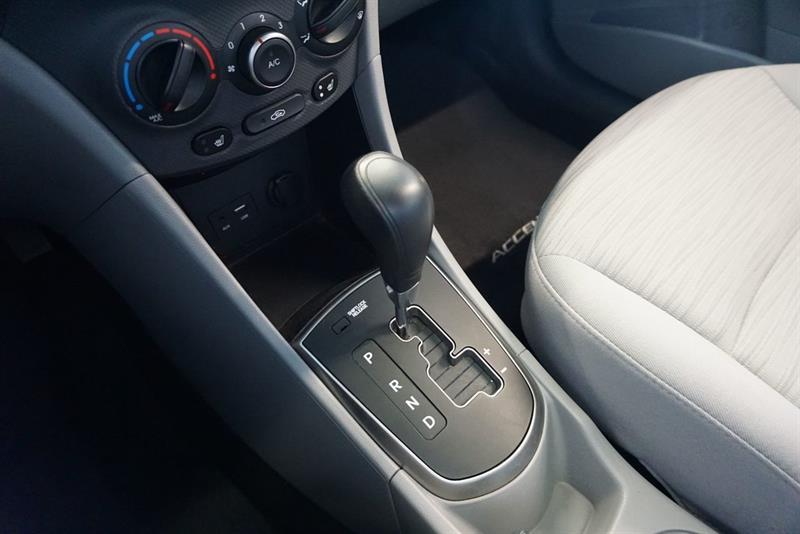 Hyundai Accent Sedan 32