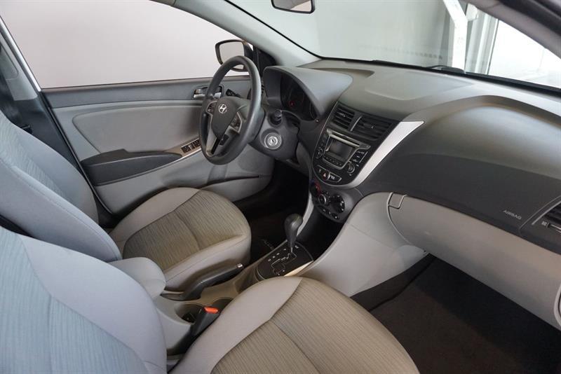 Hyundai Accent Sedan 33