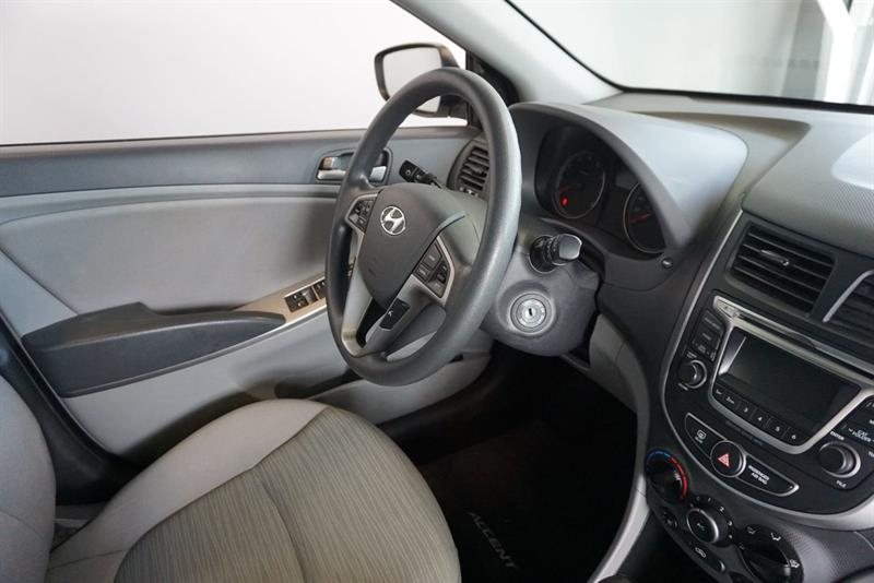 Hyundai Accent Sedan 34