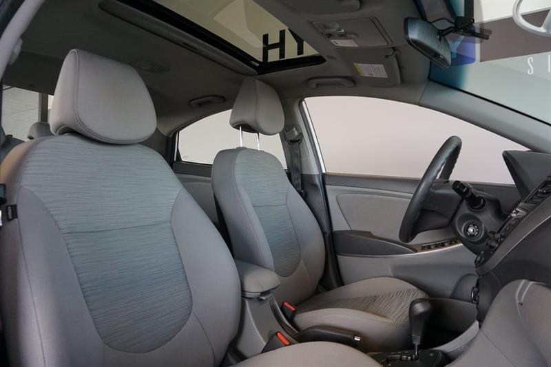 Hyundai Accent Sedan 36
