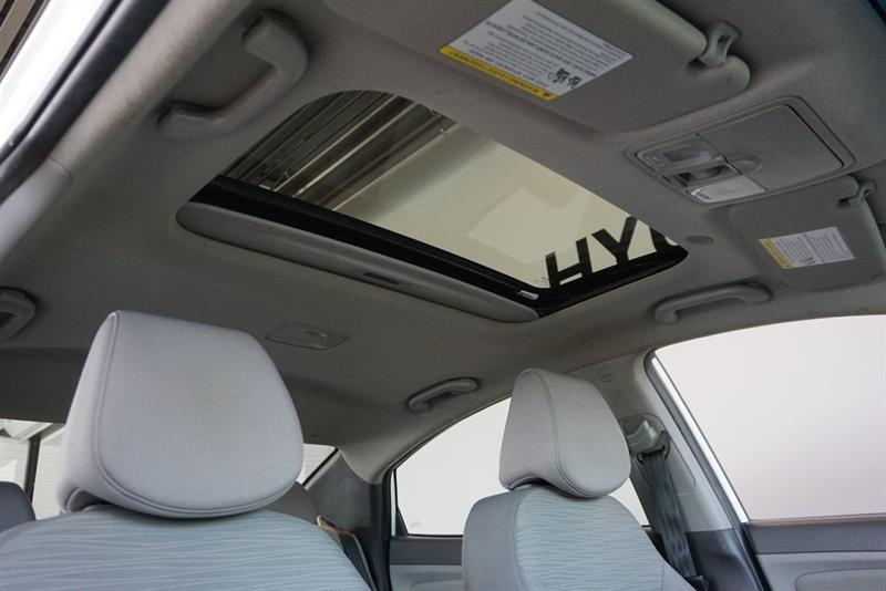 Hyundai Accent Sedan 37