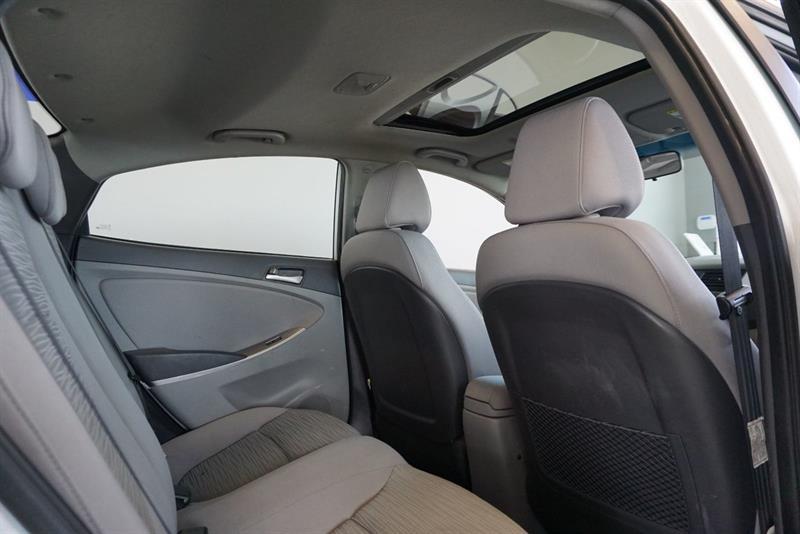 Hyundai Accent Sedan 38