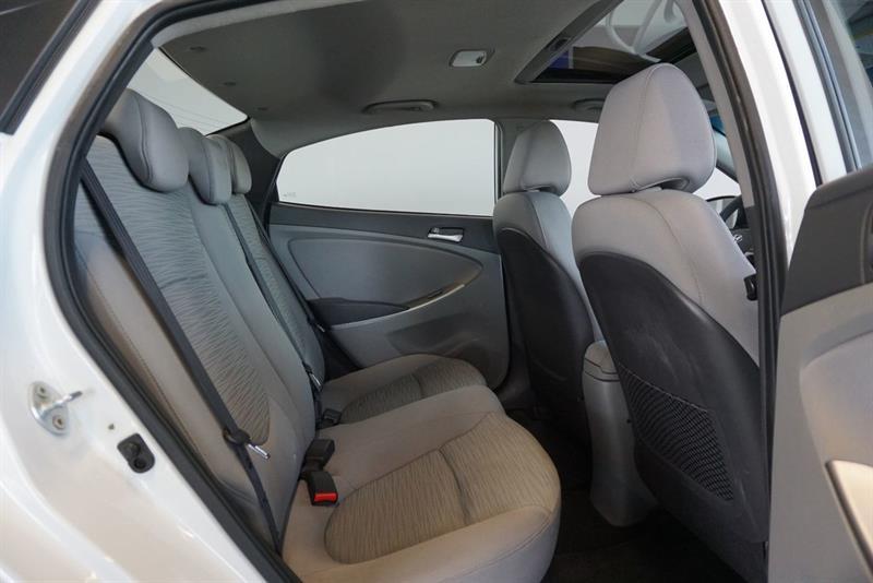 Hyundai Accent Sedan 39
