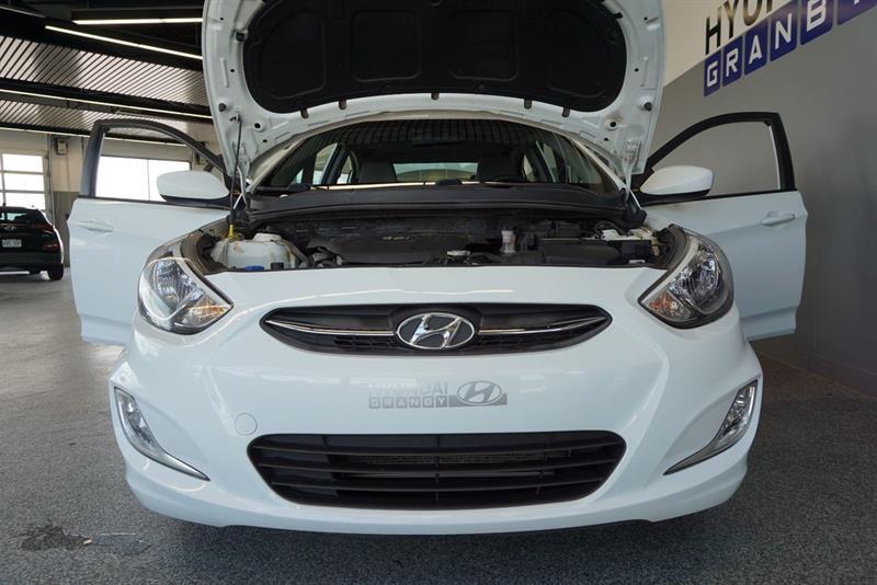 Hyundai Accent Sedan 40
