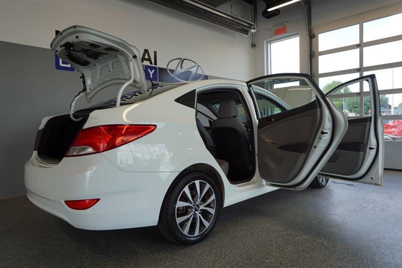 Hyundai Accent Sedan 45