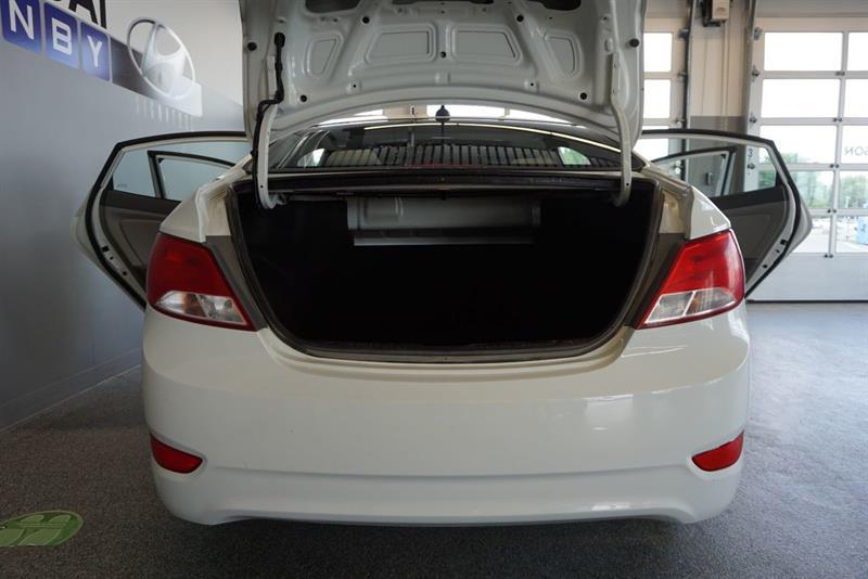 Hyundai Accent Sedan 46
