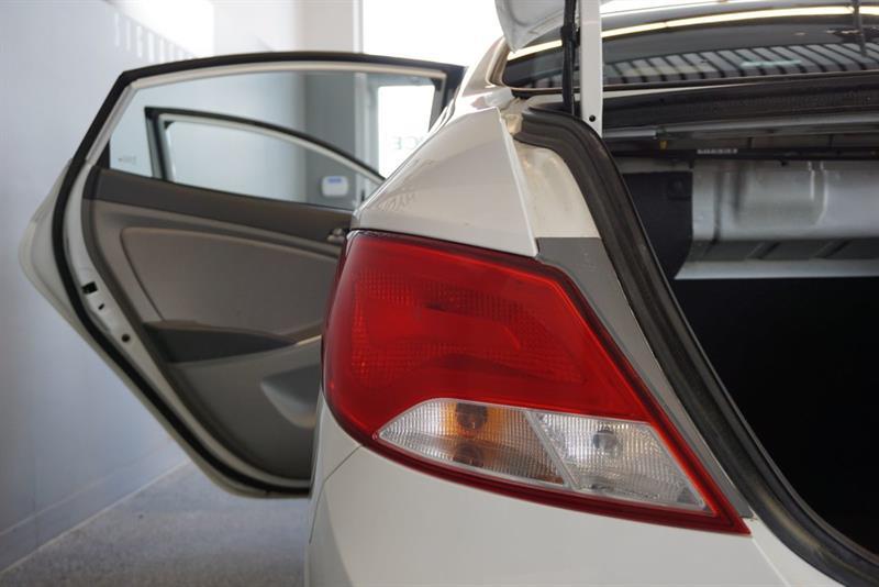 Hyundai Accent Sedan 47