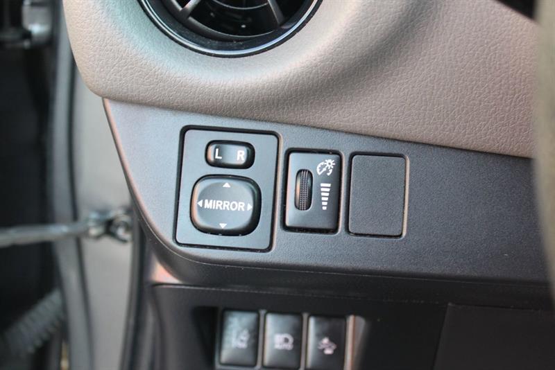 toyota Yaris Hatchback 2018 - 14
