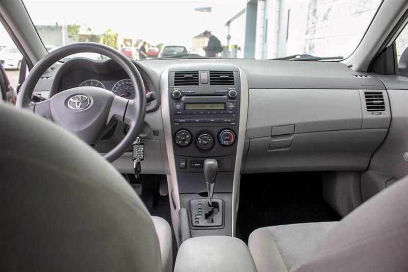 toyota Corolla 2010 - 19