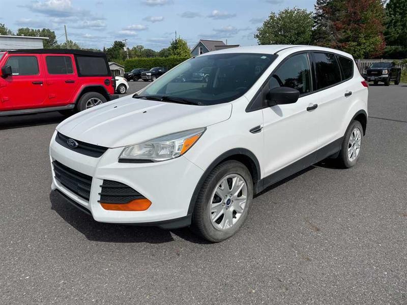 Ford Escape 2014 S 8 PNEUS