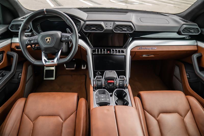Lamborghini Urus 13