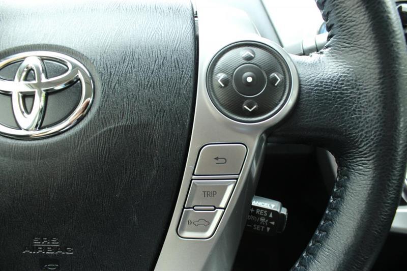toyota Prius V 2018 - 12
