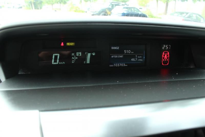 toyota Prius V 2018 - 13