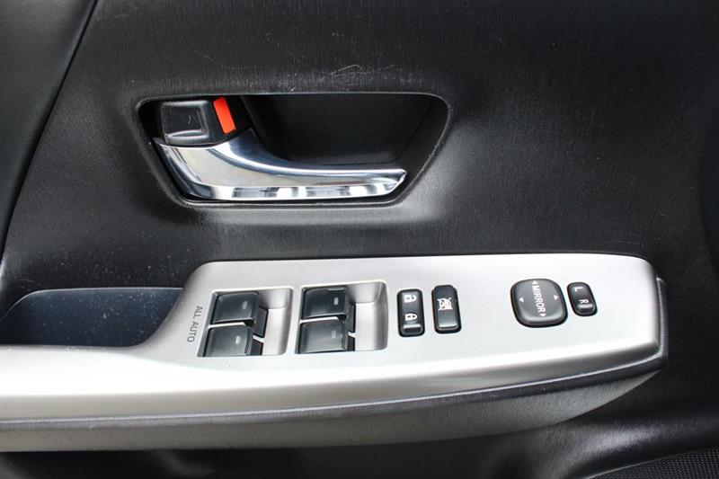 toyota Prius V 2018 - 26