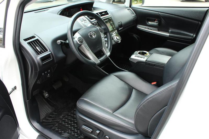 toyota Prius V 2018 - 28